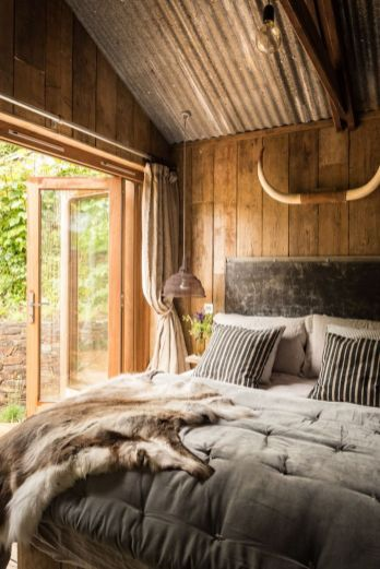 Inexpensive Romantic Bedroom Design Ideas You Will Totally Love 62