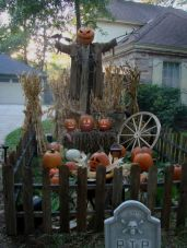 Scary Front Yard Halloween Decoration Ideas 08