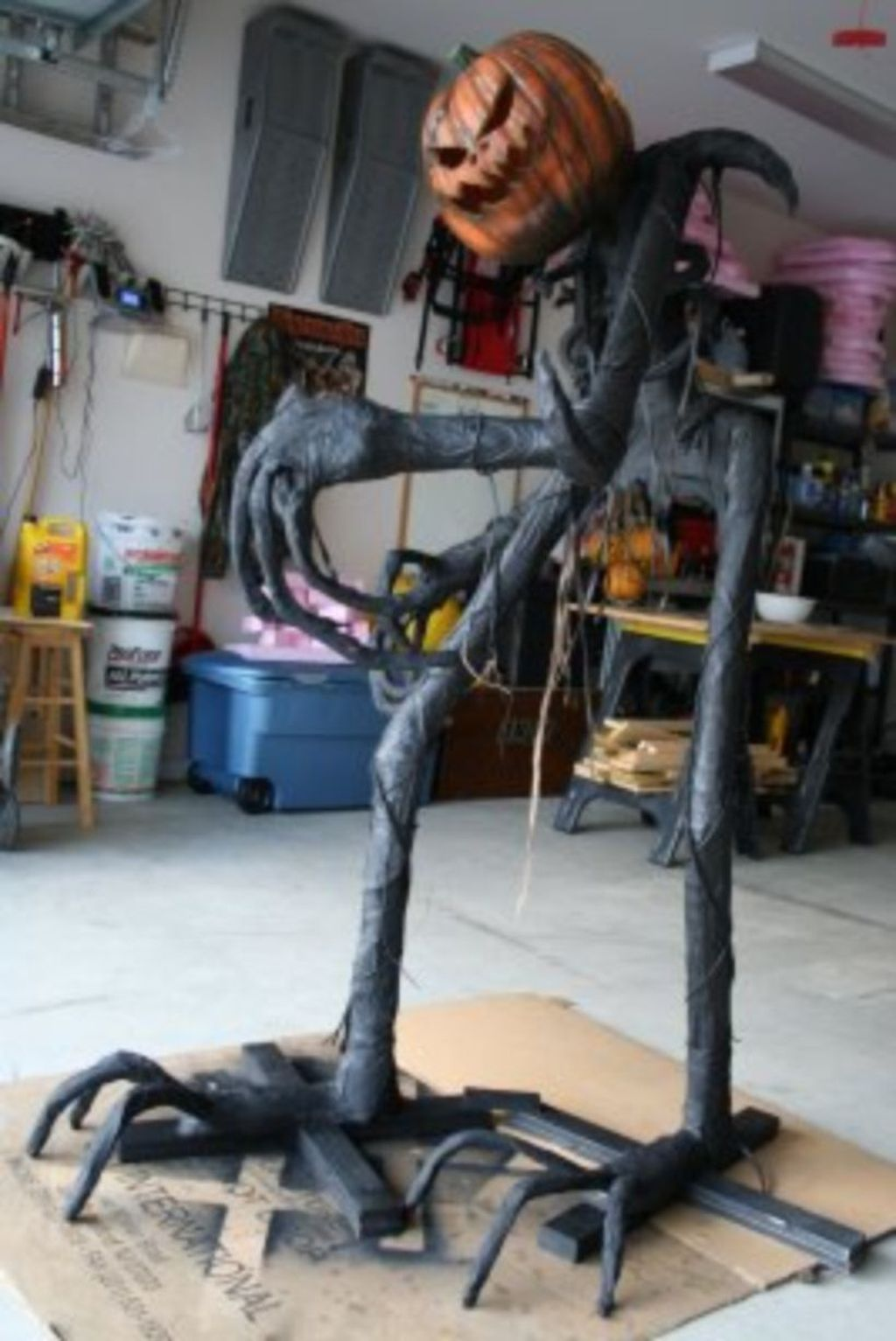 Scary Front Yard Halloween Decoration Ideas 13