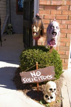 Scary Front Yard Halloween Decoration Ideas 43