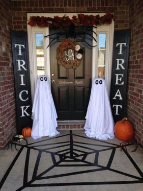 Scary Front Yard Halloween Decoration Ideas 49
