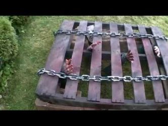 Scary Front Yard Halloween Decoration Ideas 56