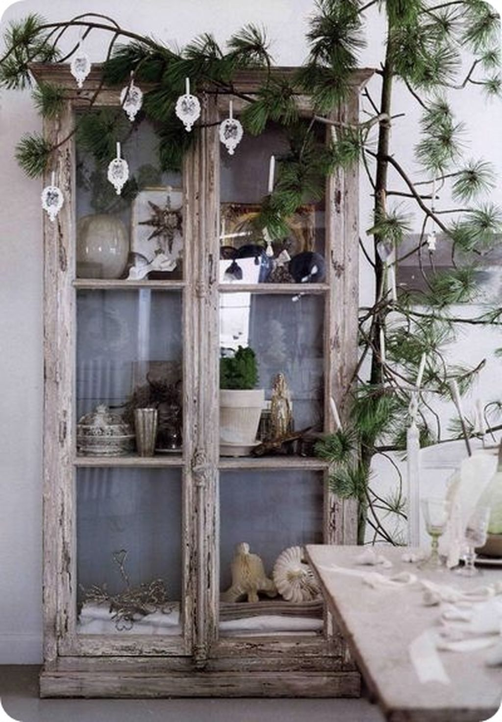 Space Saving Christmas Tree Ideas Suitable For Small Rooms 15