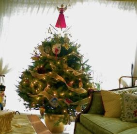 Space Saving Christmas Tree Ideas Suitable For Small Rooms 59