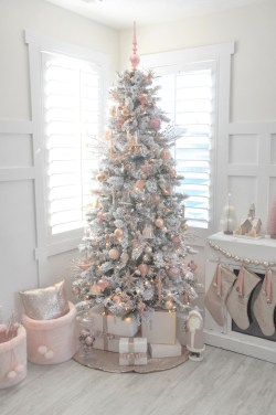 Cute And Adorable Pink Christmas Tree Decoration Ideas 08