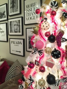 Cute And Adorable Pink Christmas Tree Decoration Ideas 29