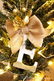 Cute And Creative Homemade Christmas Ornaments Ideas You Should Try 04