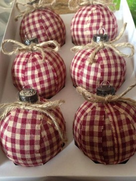 Cute And Creative Homemade Christmas Ornaments Ideas You Should Try 22
