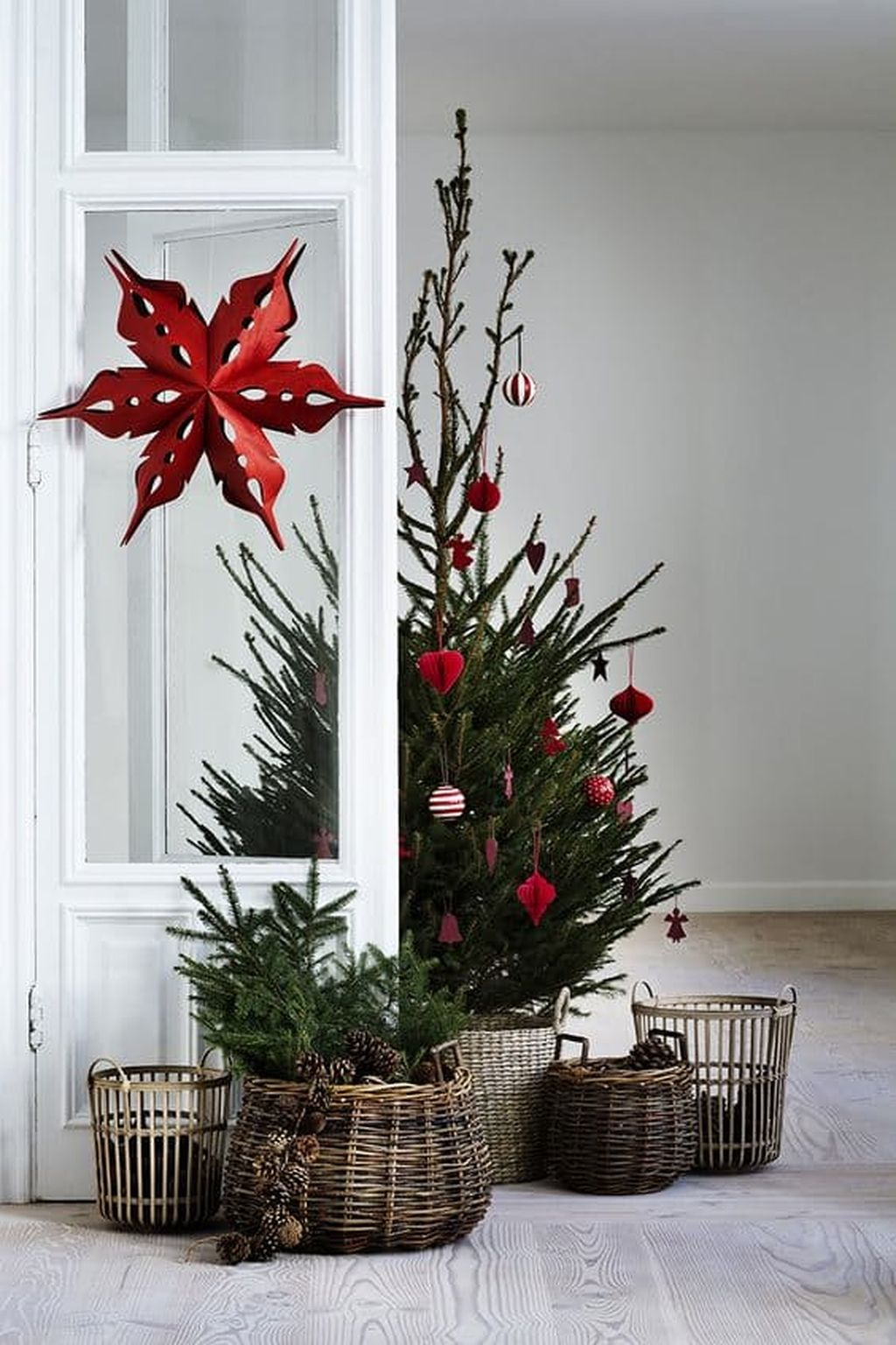 Easy And Creative DIY Christmas Tree Design Ideas You Can Try As Alternatives 75