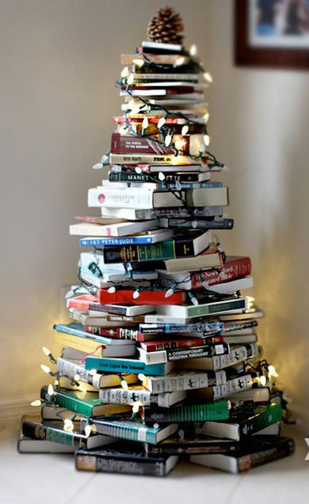 Easy And Creative DIY Christmas Tree Design Ideas You Can Try As Alternatives 84