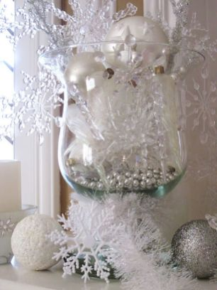 Elegant White Vintage Christmas Decoration Ideas 09