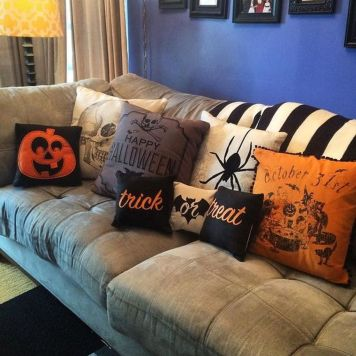Inspiring Halloween Decoration Ideas For Your Apartment 07