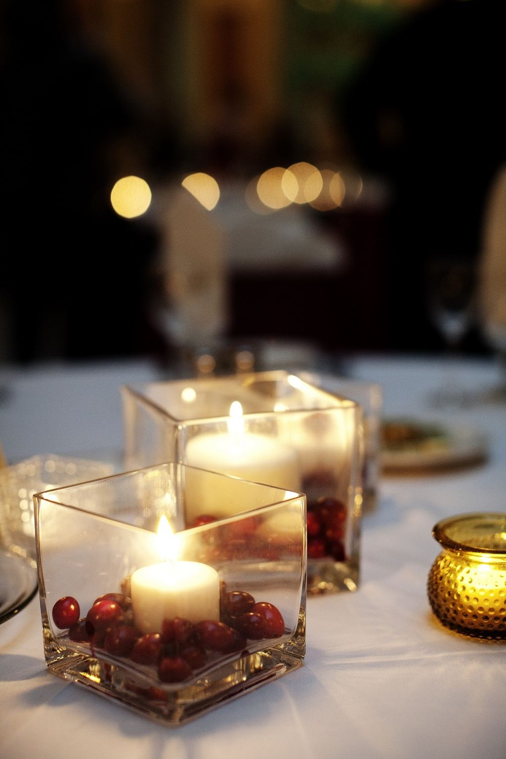 Inspiring Modern Rustic Christmas Centerpieces Ideas With Candles 75