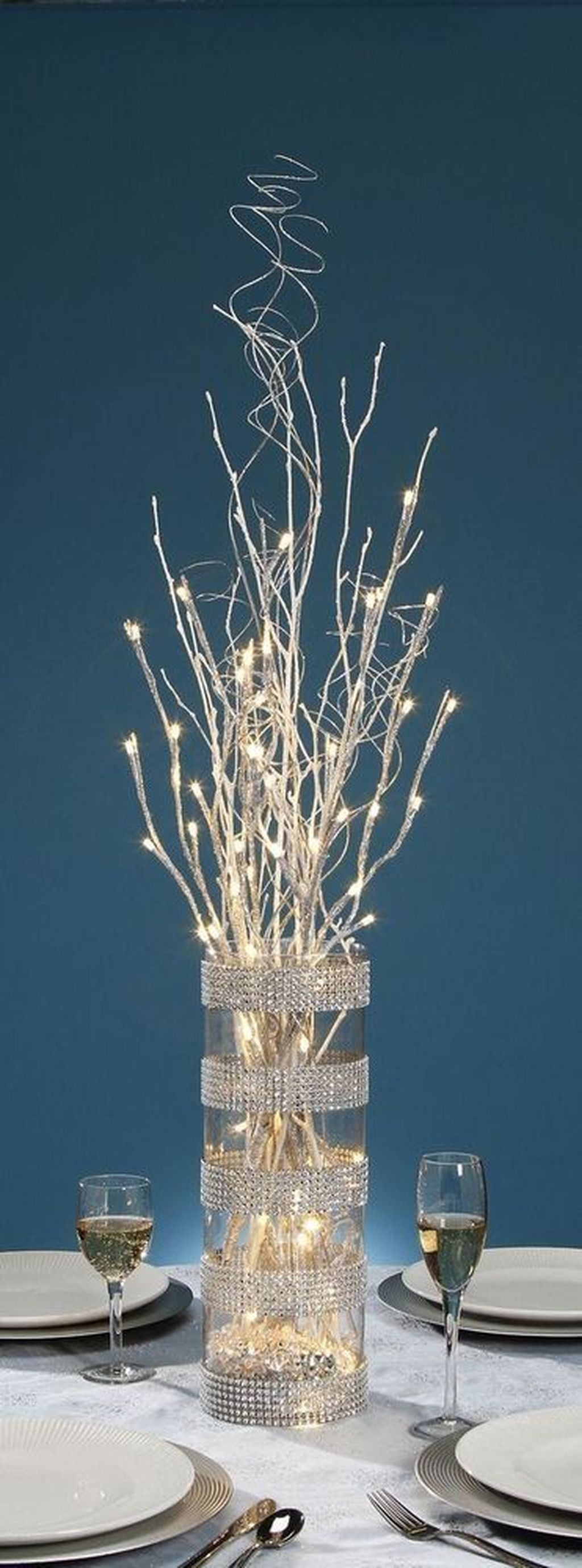Inspiring Modern Rustic Christmas Centerpieces Ideas With Candles 78