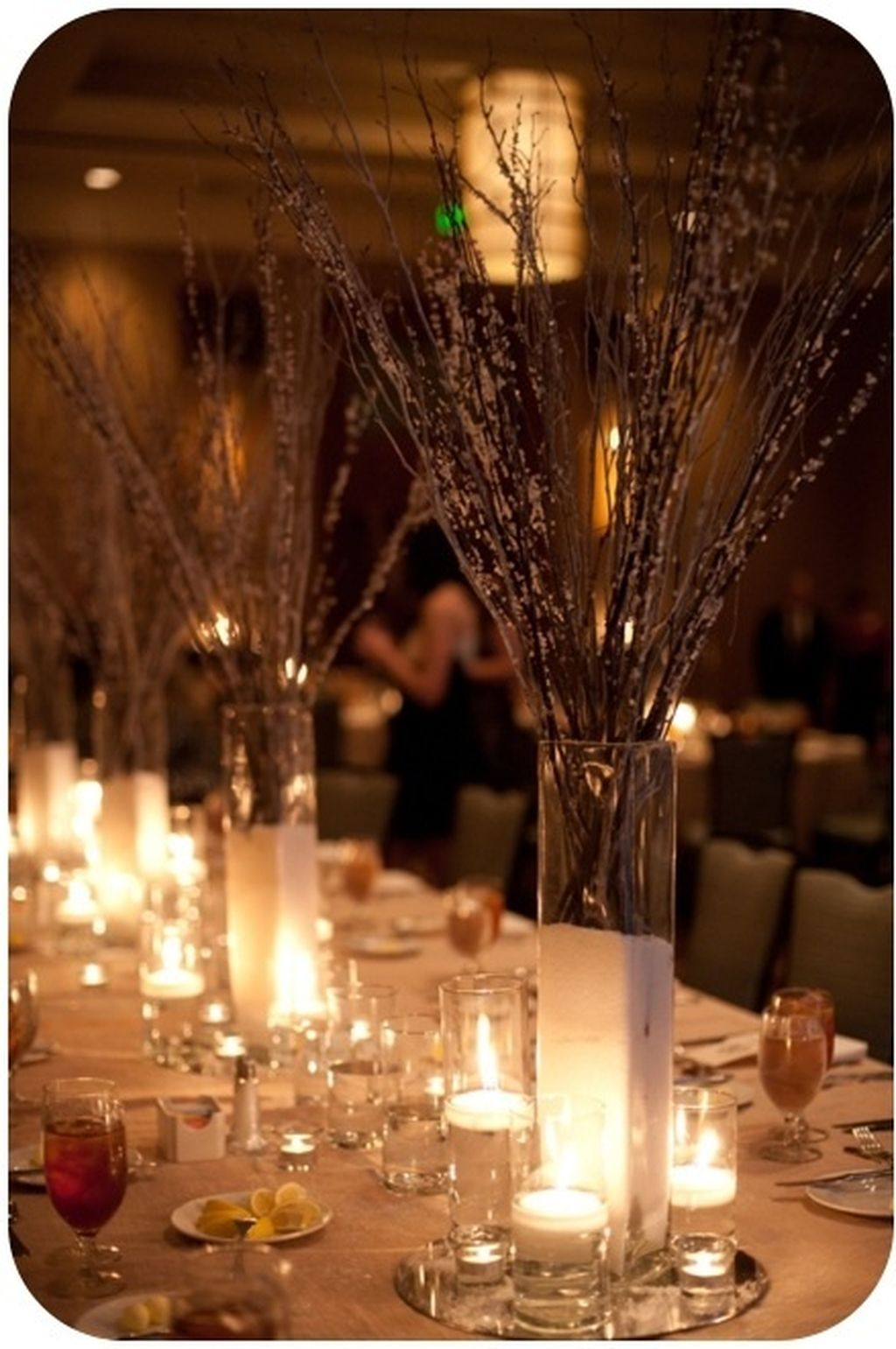 Inspiring Modern Rustic Christmas Centerpieces Ideas With Candles 83