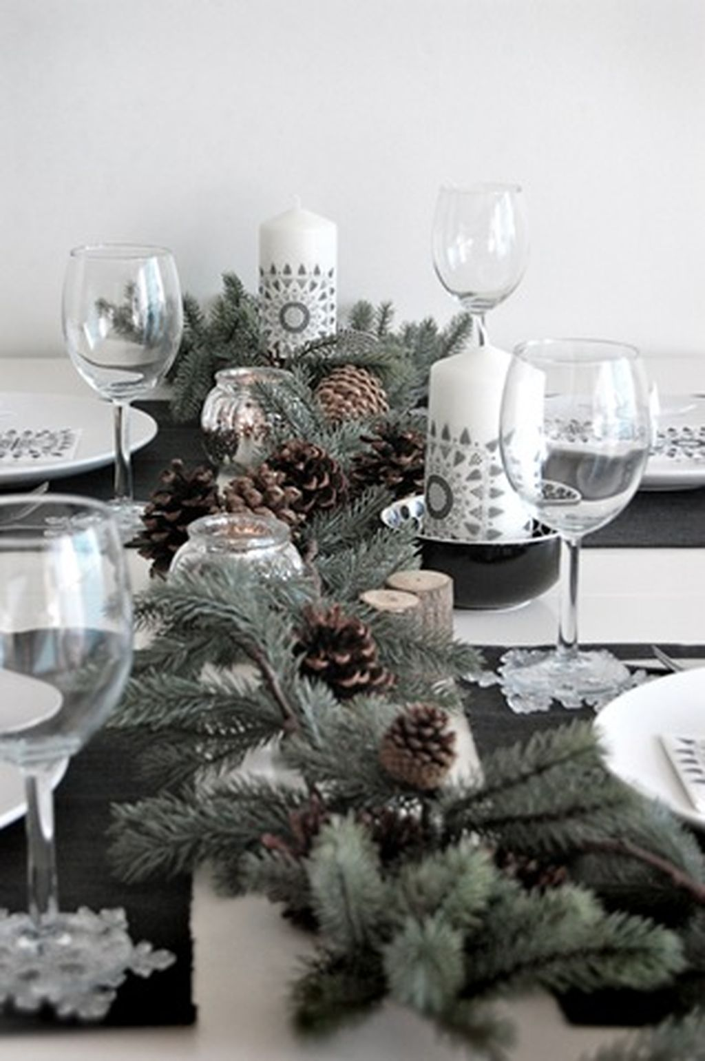 Inspiring Modern Rustic Christmas Centerpieces Ideas With Candles 87
