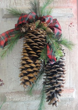 Inspiring Pine Cones Christmas Decoration Ideas 11