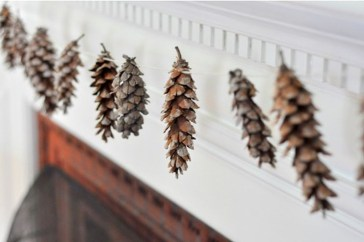 Inspiring Pine Cones Christmas Decoration Ideas 21