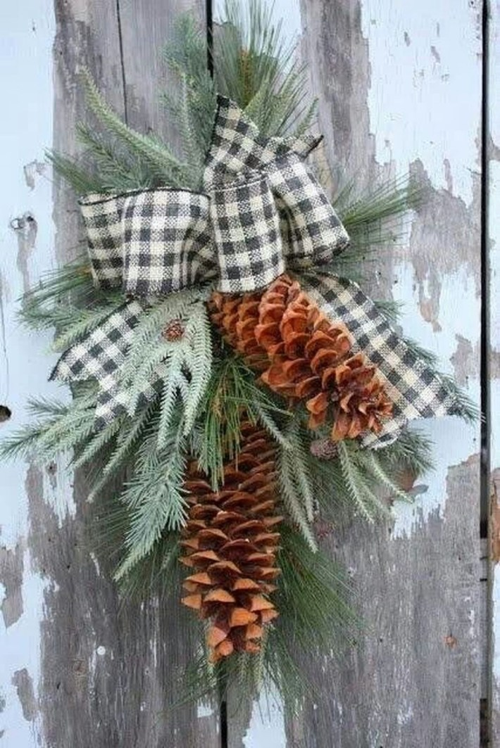 Inspiring Pine Cones Christmas Decoration Ideas 40
