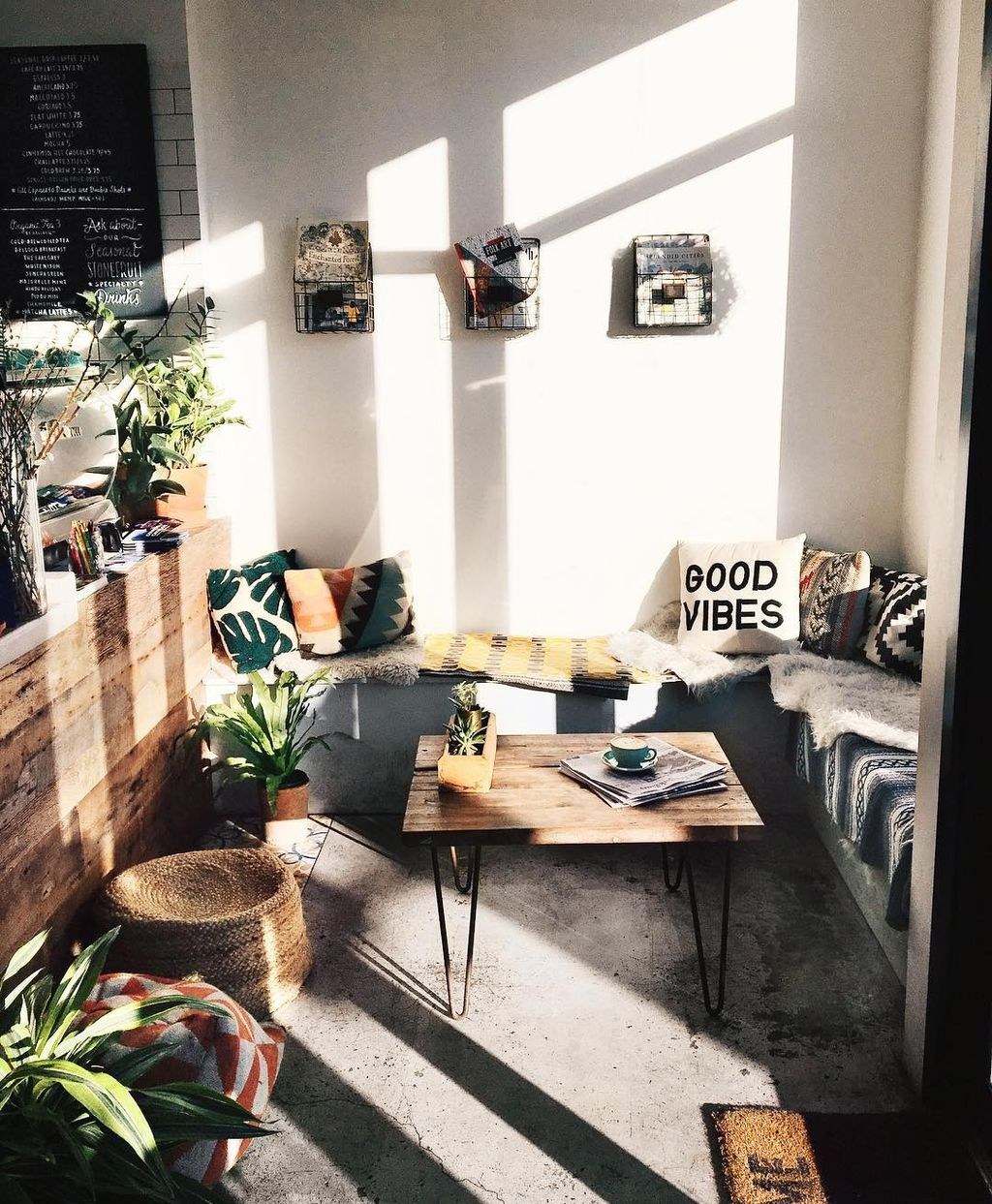 Inspiring And Affordable Decoration Ideas For Small Apartment 34
