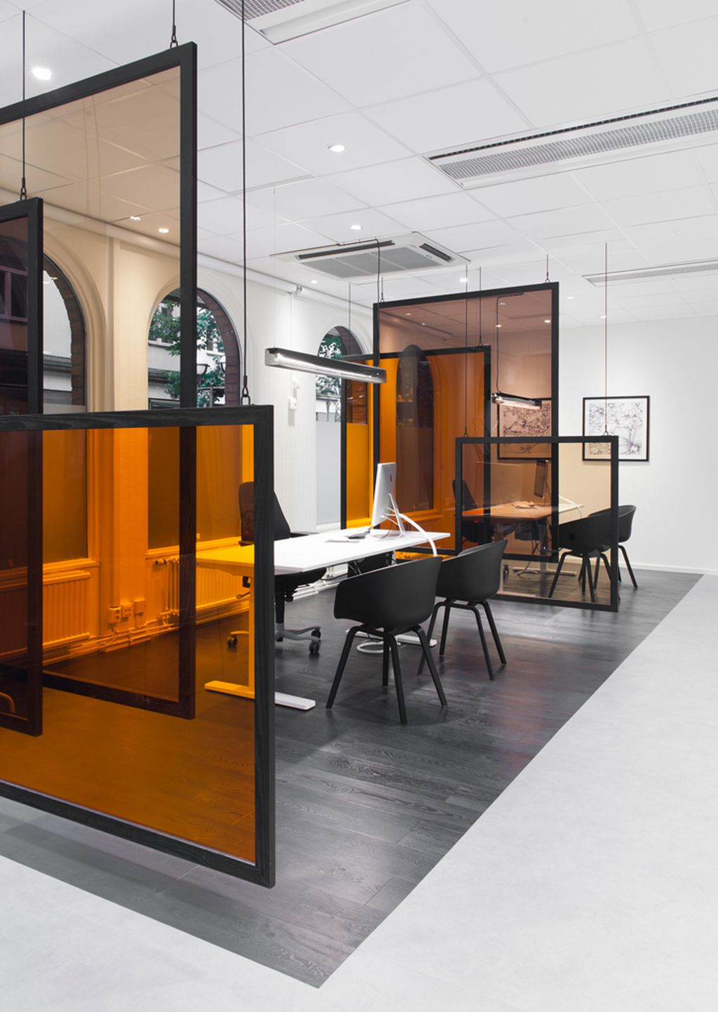 Modern And Cozy Office Interior Design Ideas To Makes You Feel Comfortable 44