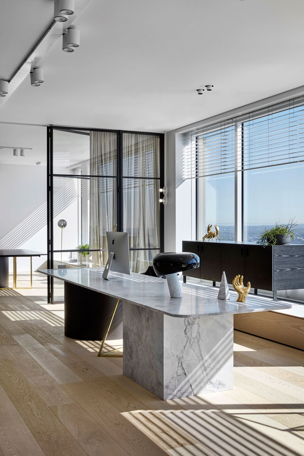 Modern And Cozy Office Interior Design Ideas To Makes You Feel Comfortable 54