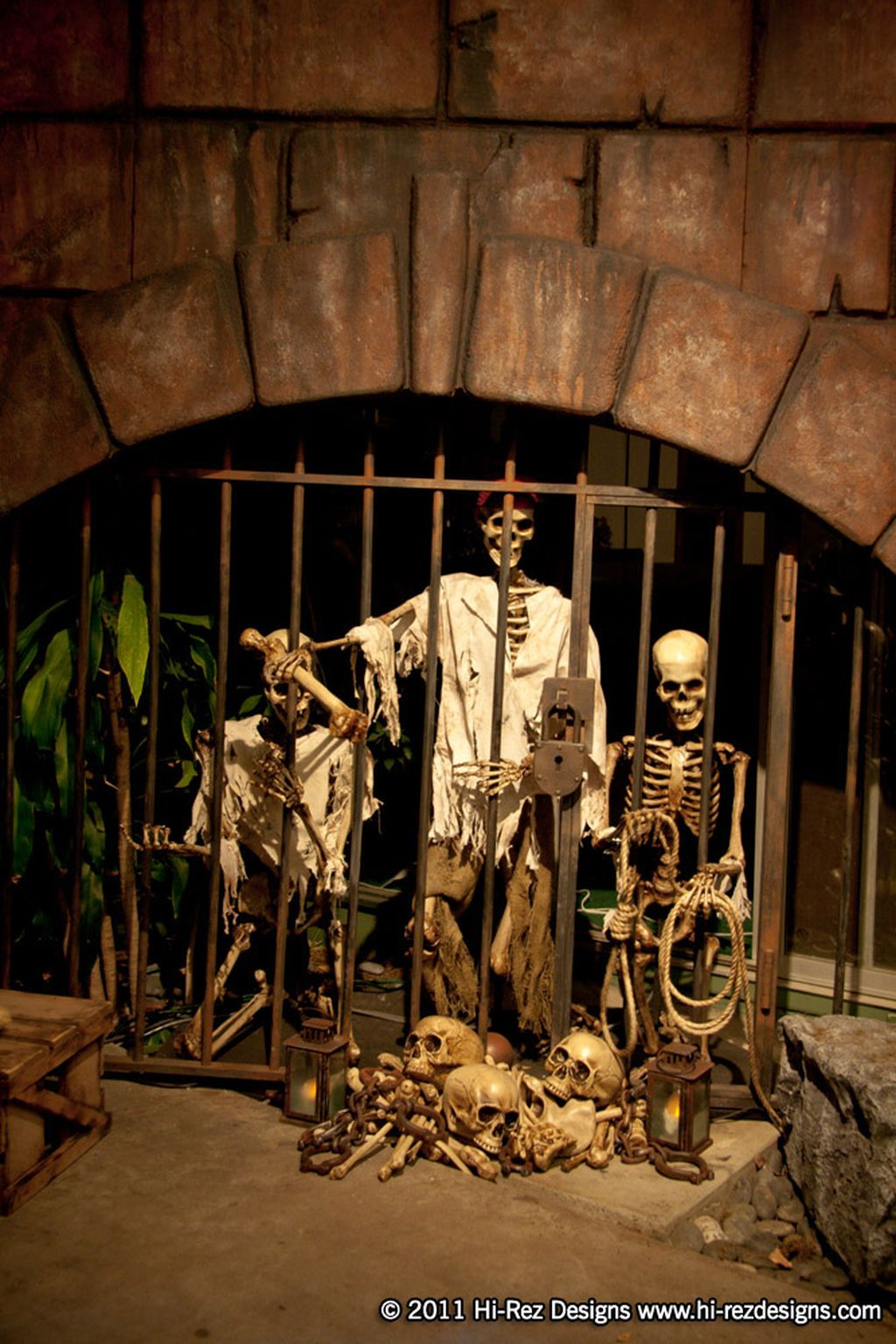 Scary But Classy Halloween Fireplace Decoration Ideas 35