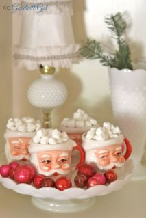 Stunning White Vintage Christmas Decoration Ideas 21