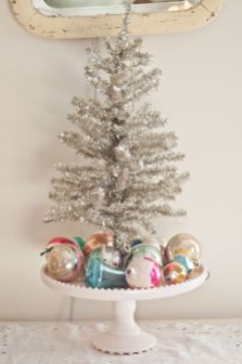 Stunning White Vintage Christmas Decoration Ideas 45