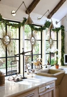Stunning White Vintage Christmas Decoration Ideas 69