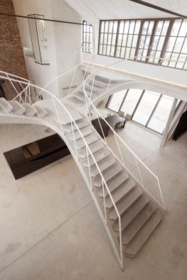 Totally Inspiring Residential Staircase Design Ideas You Can Apply For Your Home 66