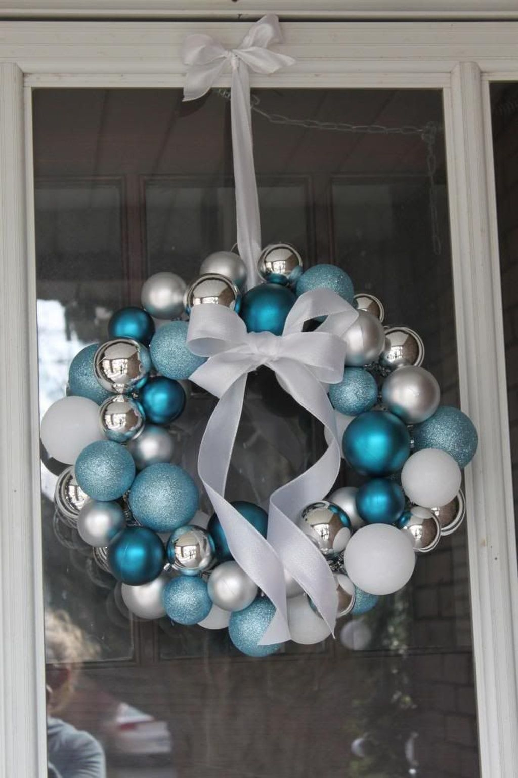 Amazing Silver And Blue Christmas Decoration Ideas For Christmas And New Year06