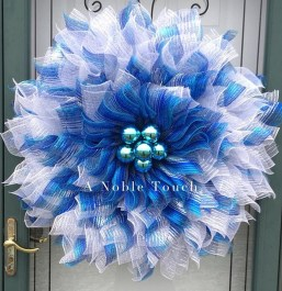 Amazing Silver And Blue Christmas Decoration Ideas For Christmas And New Year11