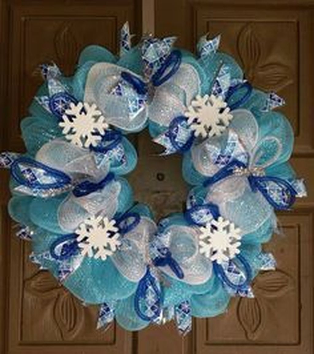Amazing Silver And Blue Christmas Decoration Ideas For Christmas And New Year16