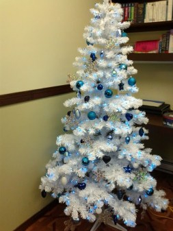 Amazing Silver And Blue Christmas Decoration Ideas For Christmas And New Year35