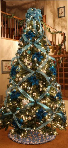 Amazing Silver And Blue Christmas Decoration Ideas For Christmas And New Year40