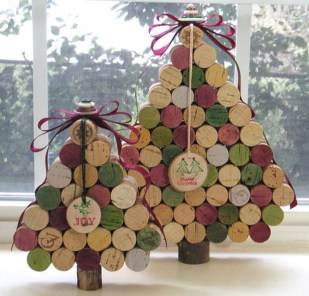 Brilliant And Inspiring Recycled Christmas Tree Decoration Ideas 05
