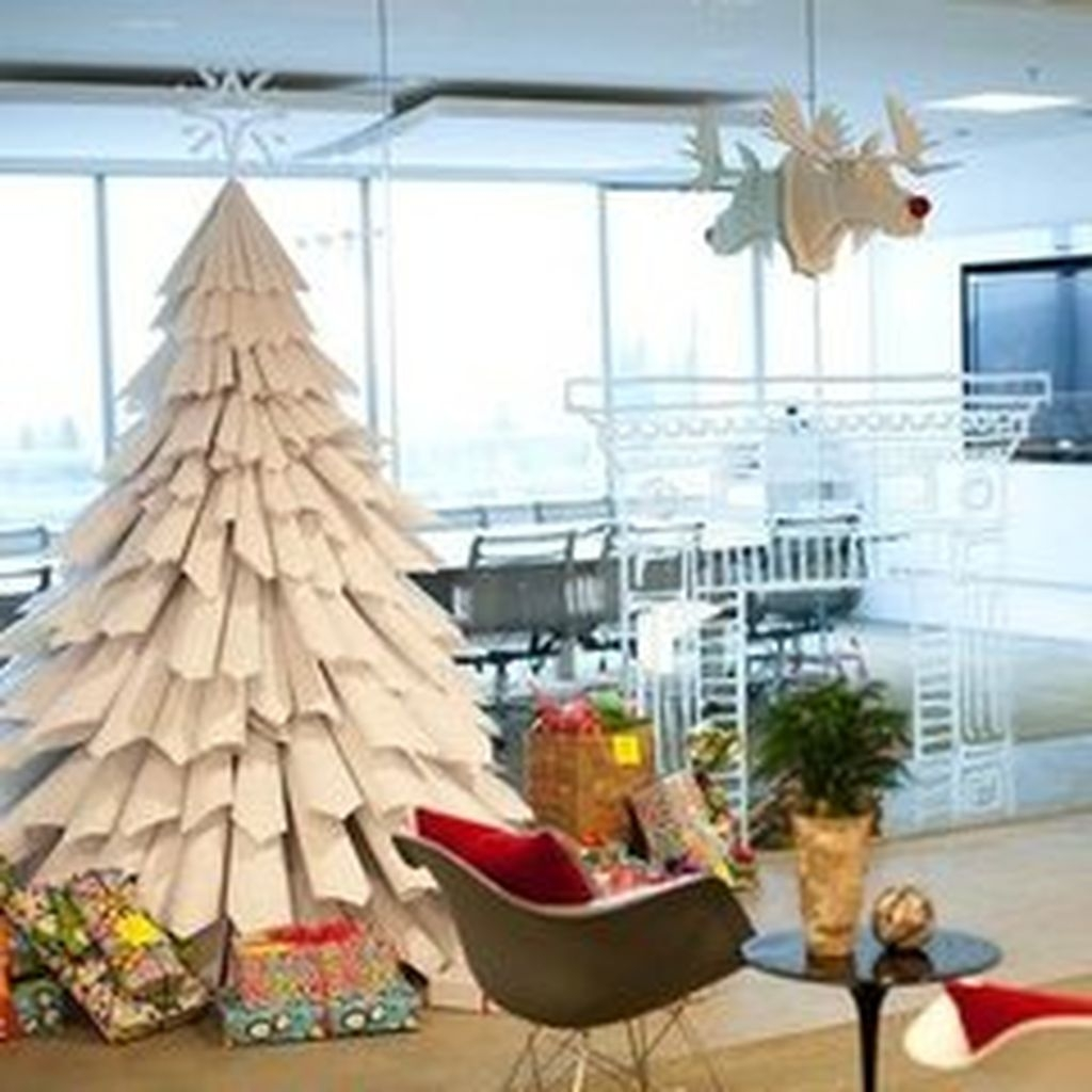 Brilliant And Inspiring Recycled Christmas Tree Decoration Ideas 20