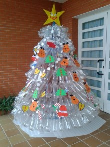 Brilliant And Inspiring Recycled Christmas Tree Decoration Ideas 29