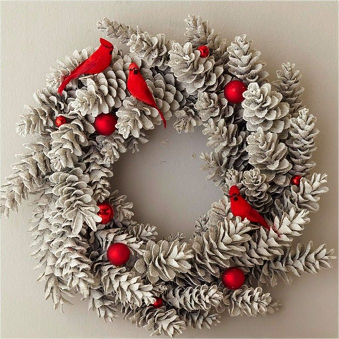 Colorful Christmas Wreaths Decoration Ideas For Your Front Door 01