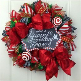 Colorful Christmas Wreaths Decoration Ideas For Your Front Door 10