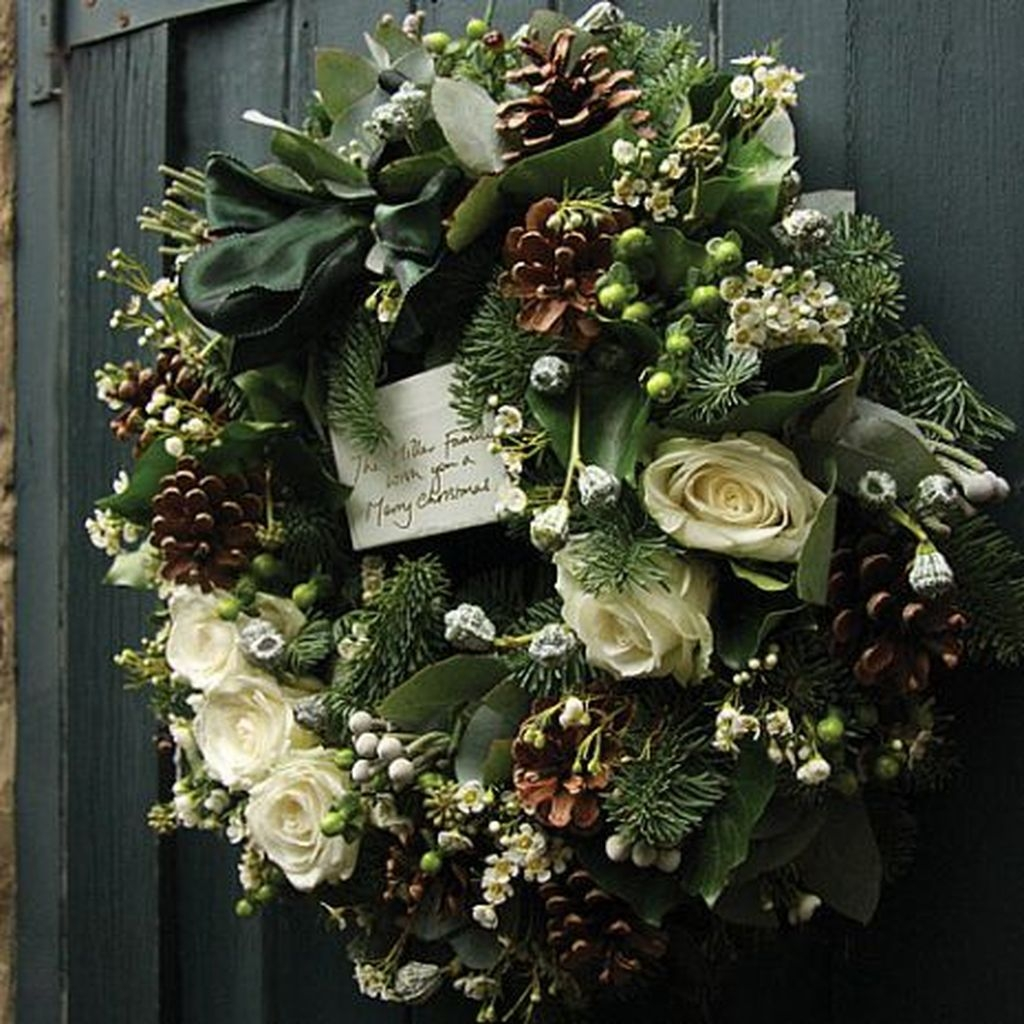 Colorful Christmas Wreaths Decoration Ideas For Your Front Door 26