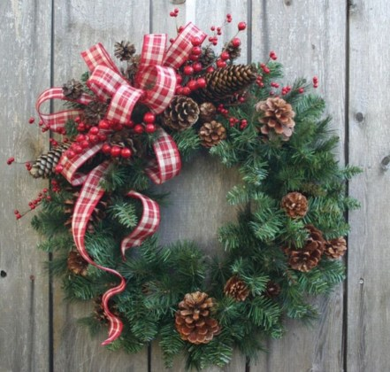 Colorful Christmas Wreaths Decoration Ideas For Your Front Door 41