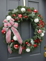 Colorful Christmas Wreaths Decoration Ideas For Your Front Door 45