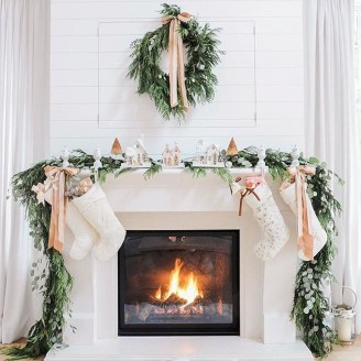 Cozy Fireplace Christmas Decoration Ideas To Makes Your Room Keep Warm06
