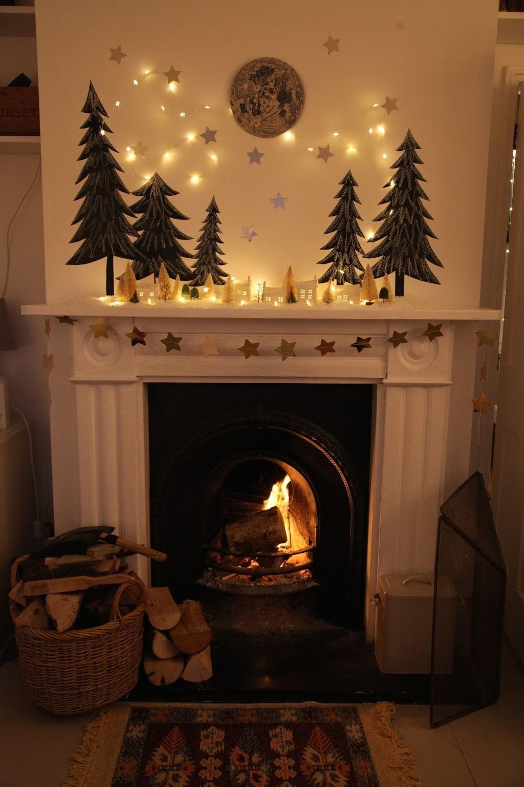 Cozy Fireplace Christmas Decoration Ideas To Makes Your Room Keep Warm23