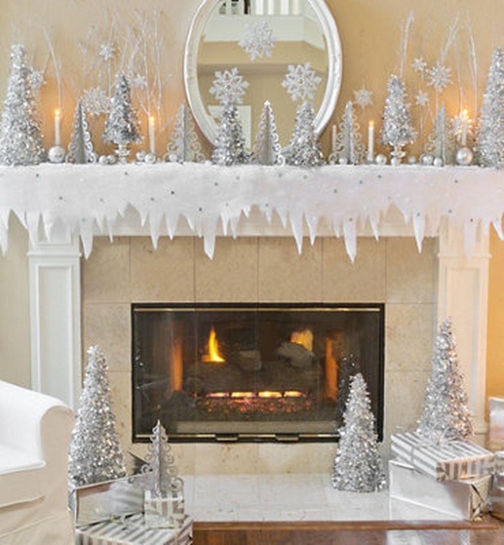 Cozy Fireplace Christmas Decoration Ideas To Makes Your Room Keep Warm24