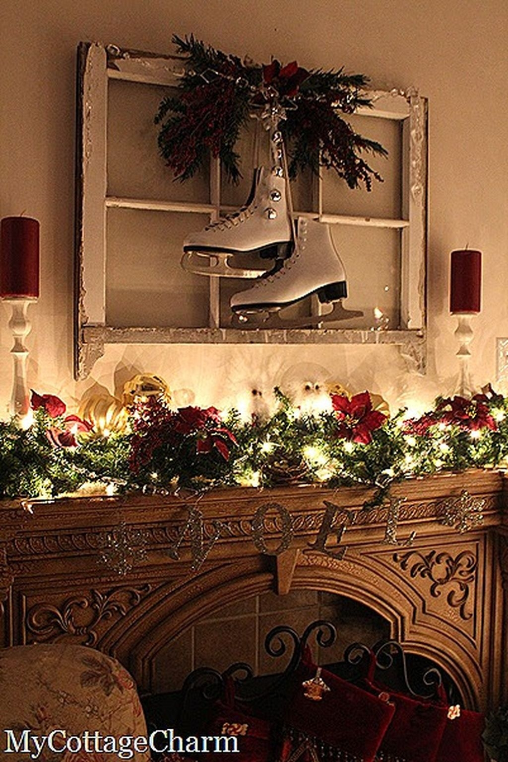 Cozy Fireplace Christmas Decoration Ideas To Makes Your Room Keep Warm27