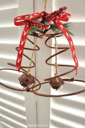 Eye Catching Rustic Christmas Decoration Ideas To Jazz Up Your Home 40