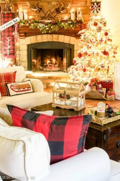Gergerous Indoor Decoration Ideas With Christmas Lights08